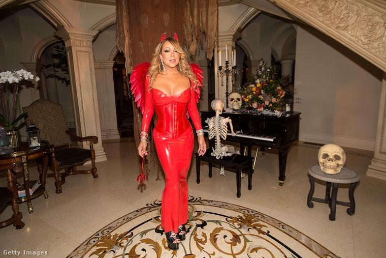 Mariah Carey a szokásosnál korábban kezdte a Halloweent, bizonyára mert ő akart lenni az első a celebek közt, aki beöltözős bulit csinál idén.