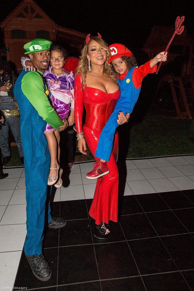 Az énekesnő egyébként nem vőlegényével, hanem exférjével és közös gyerekeikkel bulizott.