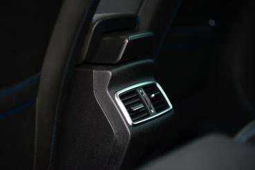 Elegáns a hátsó beömlő, de az utasok nem kapcsolhatnak ventilátort