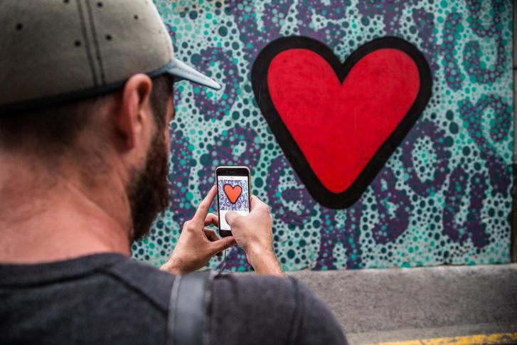 Luke Embden munkája a Dob utca 40. szám alatt