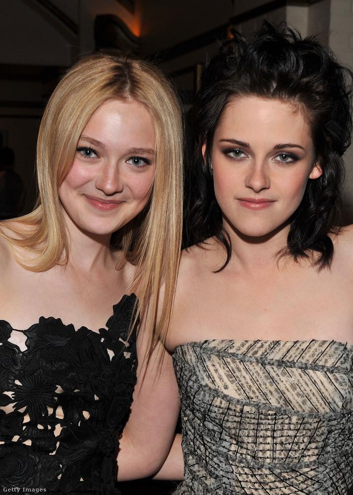 Dakota Fannnig és Kristen Stewart már évek óta remek viszonyban vannak, több közös filmben is szerepeltek már (The Runaways – A rocker csajok, és persze az Alkonyat sorozat), és még mindig országos cimborák