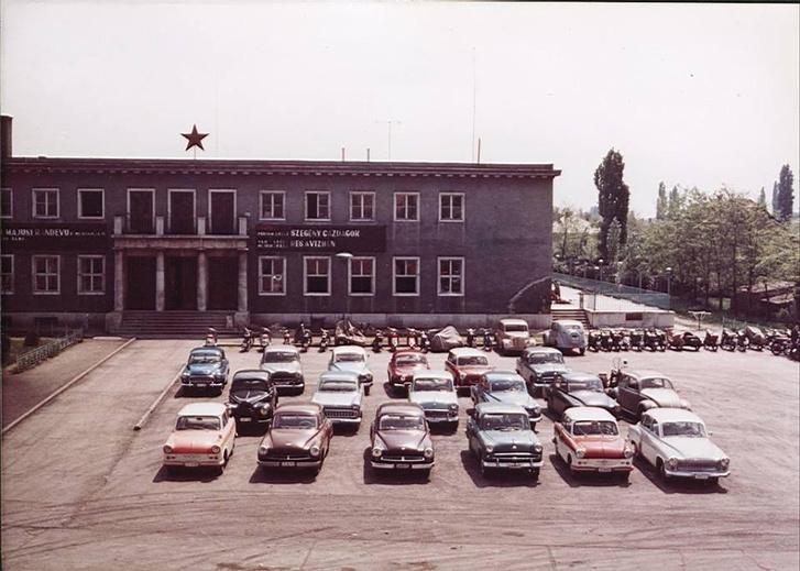 Az Ikarus Művelődési Ház fénykorában - a jelenlegi állapotfotói a képre kattintva