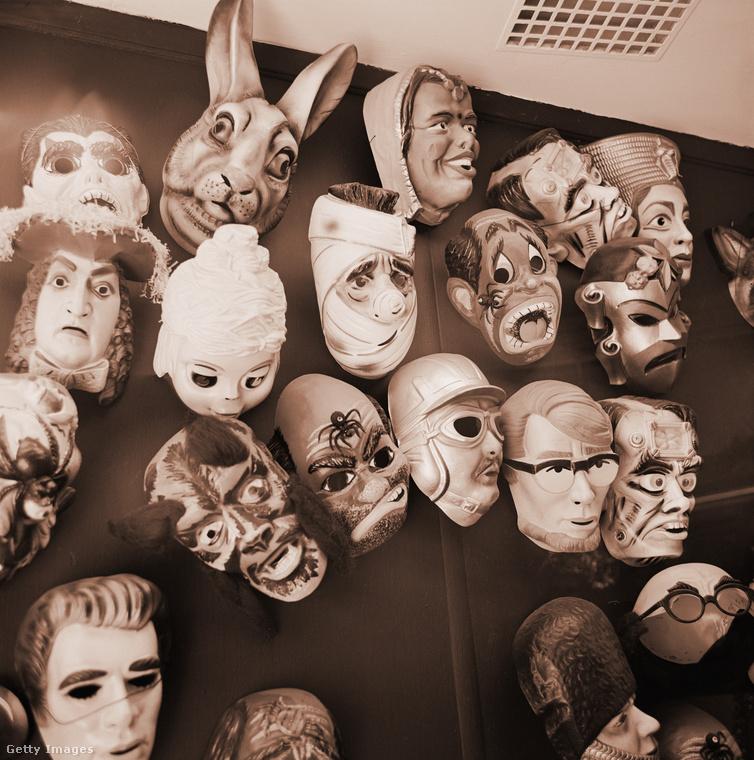 A 60-as években akár ezeket is fel lehetett venni maszkként.