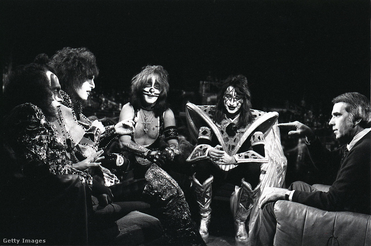A Kiss együttes így nézett ki Halloweenkor a hetvenes évek végén - nem sok különbséget látni a színpadi képükhöz viszonyítva.