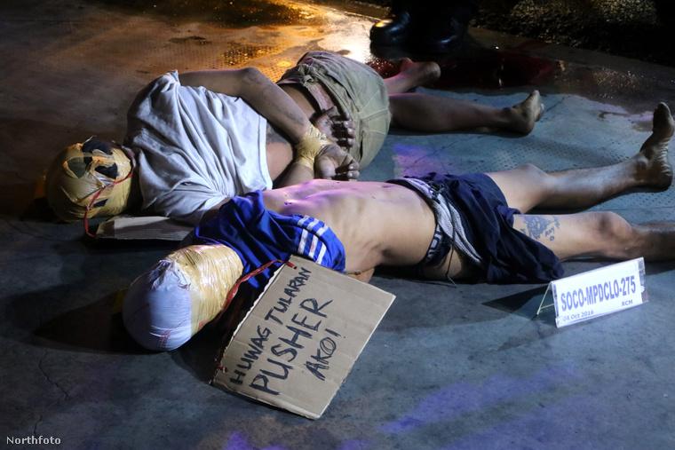 """Áldozataikat egy """"díler"""" feliratú papírral jelölik meg"""