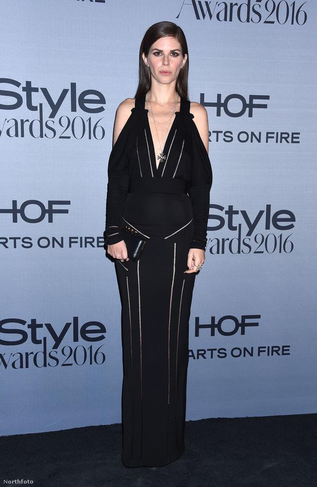 Leslie Fremar stylist fotója alapján is az a benyomásunk, hogy ő szintén kicsit már megbánta, hogy pont ezt vette fel aznap este