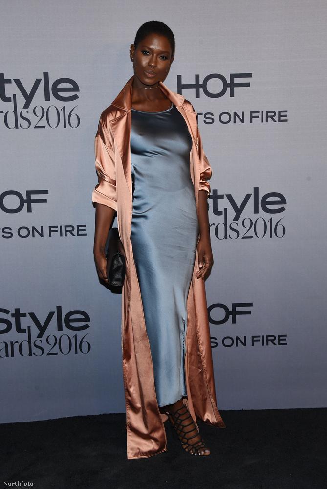 Jodie Smith egy modell és az ő szettje talán élőben más benyomást keltett, de így fotón túlságosan hálóinges.