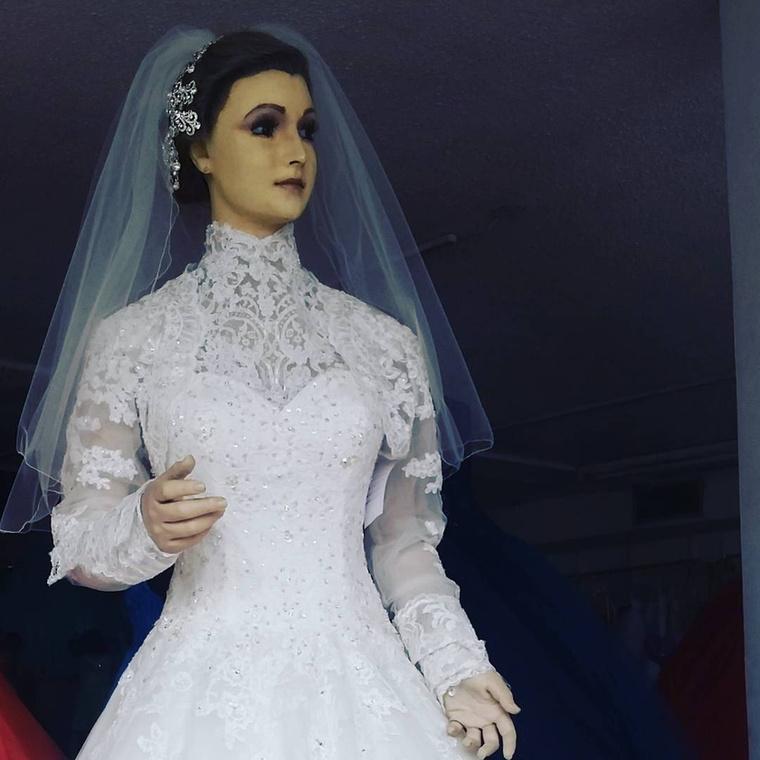 A La Pascualita hajdanán egy nő volt, aki az esküvője napján halt meg, majd beköltözött egy próbababába