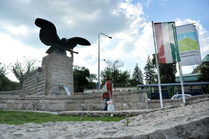 A XII. kerületi turulszobor az Istenhegyi és a Böszörményi út sarkán.