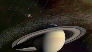 Kékről aranyra váltott a misztikus Szaturnusz-hatszög