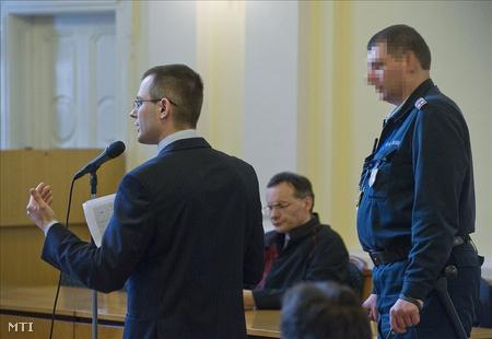 Zuschlag  János az utolsó szó jogán beszél a Bács-Kiskun Megyei Bíróságon, 2010. március 17-én (Fotó: Ujvári Sándor)