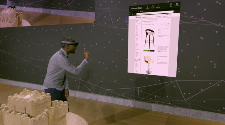 A Microsoft kollégája feltett ujjal fenyegeti meg a virtuális széket, a jó ég tudja, miért