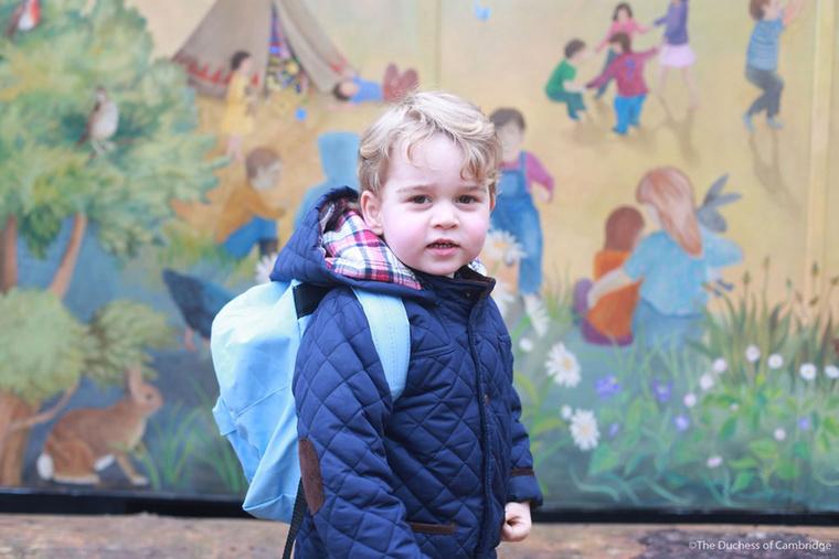 A hivatalos program január 6-án vette kezdetét, amikor György herceg végre bölcsis lett és elkészült az a fotó, amitől valószínűleg még a férfiaknak is peteérése volt.