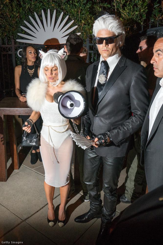 Azt hihetnénk, hogy ez maga a Lagerfeld család, de nem: a színész Josh Duhamel, és felesége, az énekes Fergie öltözött be alteregonak.