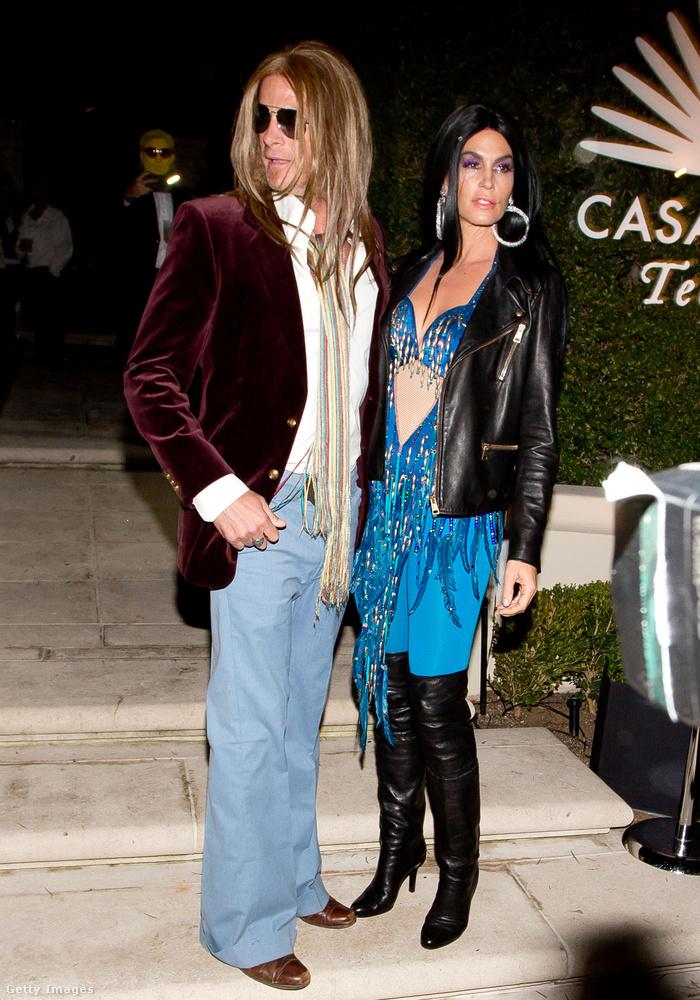 Először arra tippeltünk, hogy itt Brad Pitt és Angelina Jolie hasonmásainak öltözött fel Cindy Crawford és férje, azonban rá kellett jönnünk, hogy ők Chernek és Gregg Allmannak öltöztek.