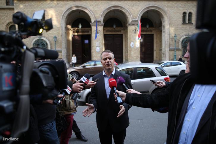 Juhász Péter a mai tárgyalása után tartott sajtótájékoztatón.