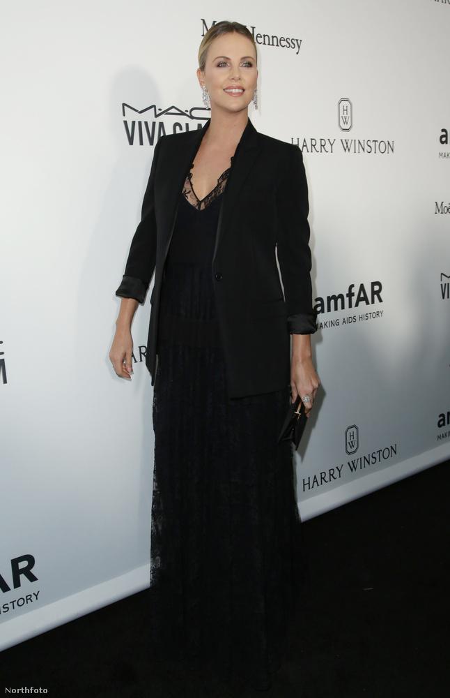 A legszebb viszont a semmi extrának öltözött, fekete ruhás Charlize Theron volt.