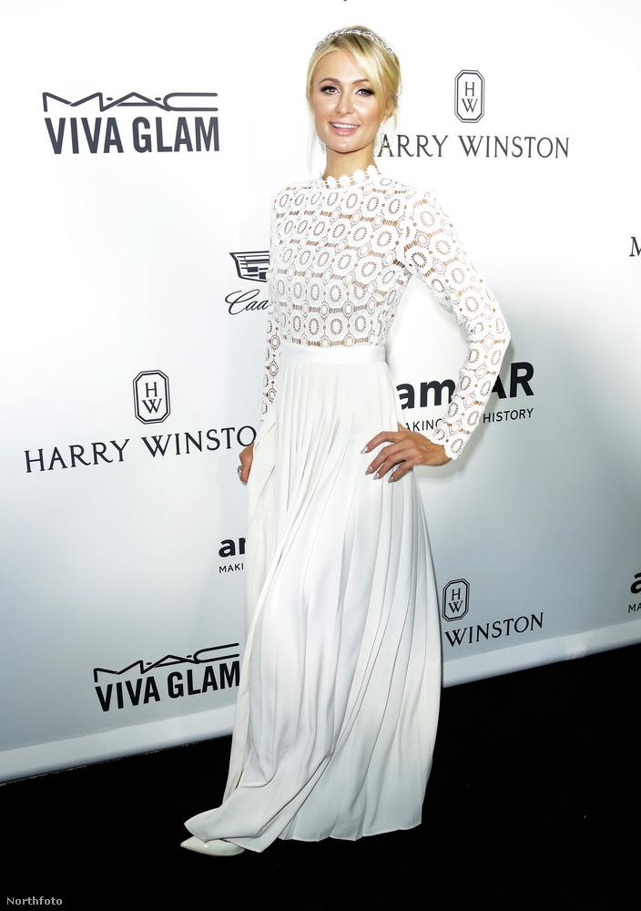 Az est legmegdöbbentőbb ruháját Paris Hilton mutatta meg, a celebnő ugyanis szeret ízléstelenül felöltözni