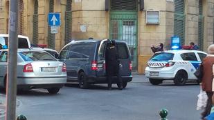 Ellepték a rendőrök a Szövetség utcát