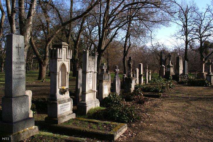 Az 1848-49-es szabadságharcban részt vett egykori honvédek sírjai a Fiumei úti Nemzeti Sírkertben.