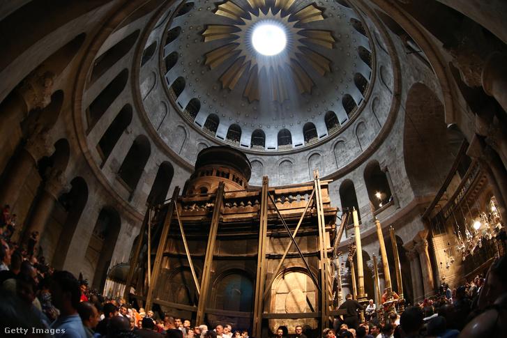 A jeruzsálemi Szent-Sír Templom belseje.