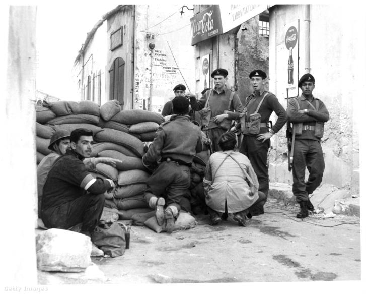 Brit katonák Cipruson 1964-ben.