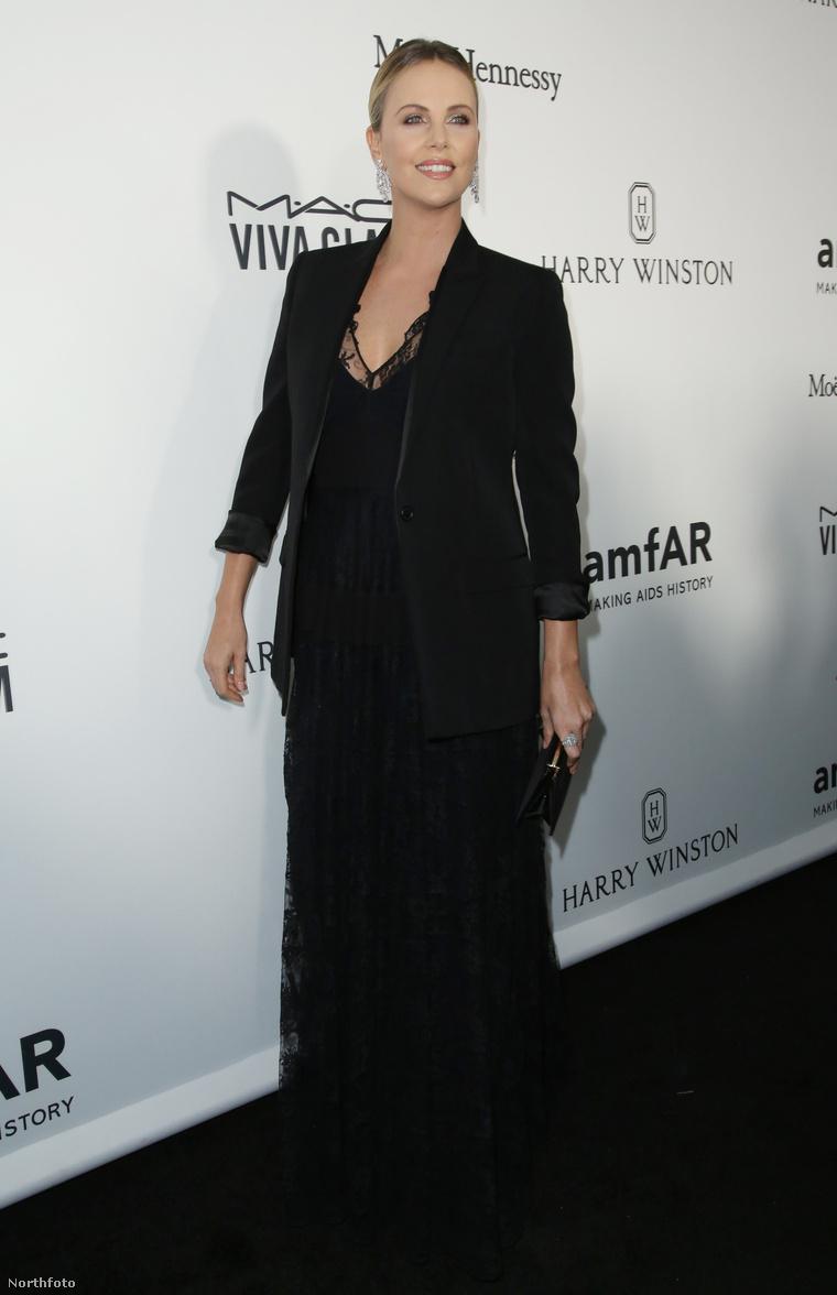 Charlize Theron az amfAR gálán