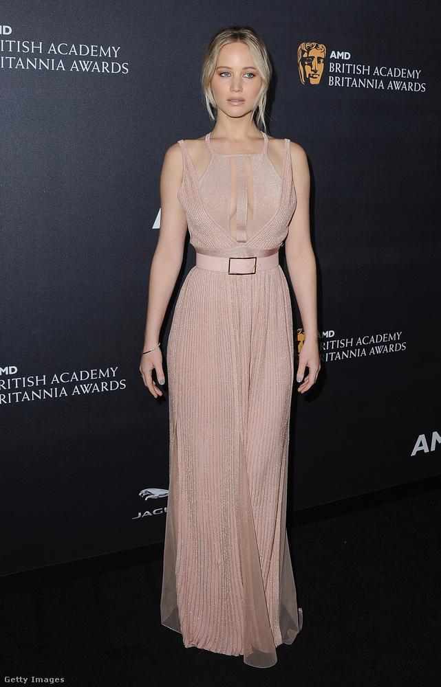 Az eseménytől Jennifer Lawrence élő szobrával búcsúzunk