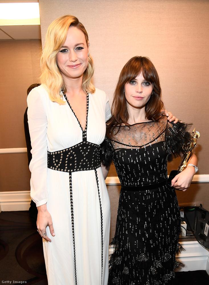 Felicity Jones nyert, mellette pedig a februárban Oscart kapott Brie Larson áll