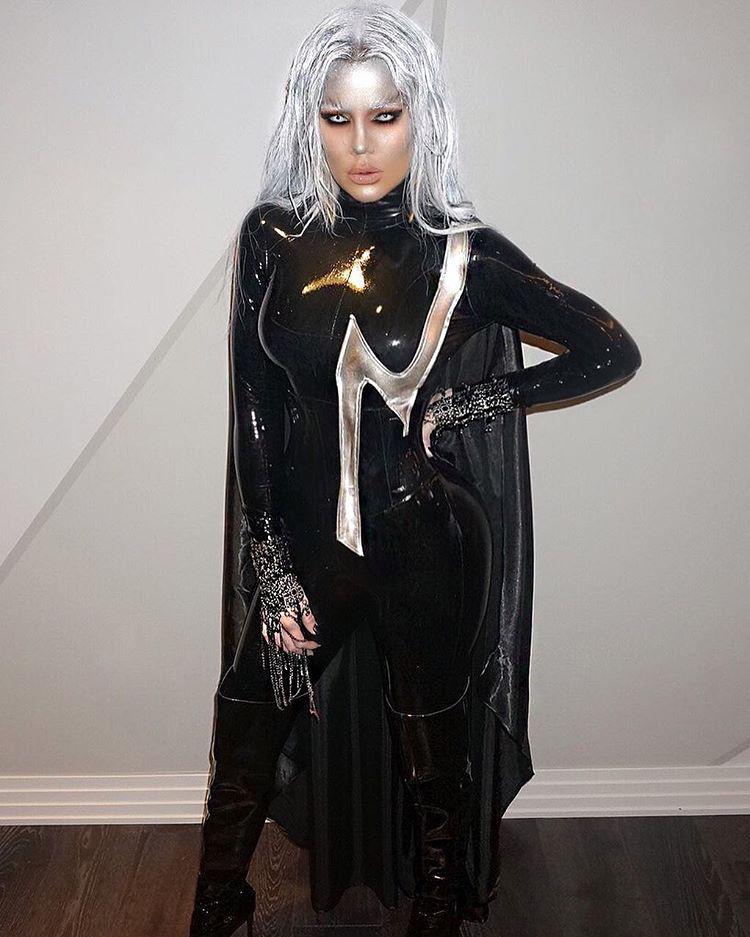 itt van Khloé Kardashian, aki az egyik X-Mennek, Stormnak öltözött.