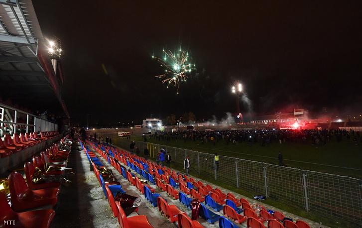 Tűzijáték az Illovszky Rudolf Stadionban a létesítmény búcsúztatóján