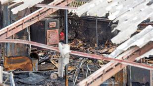 Közel 30 tűzoltó tudta eloltani a kigyulladt asztalosműhelyt Pomázon