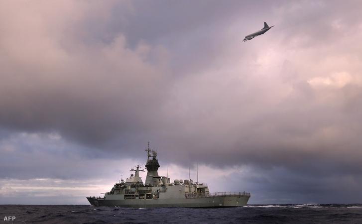 Az eltűnt maláj gép nyomait keresik 2014. áprilisában.
