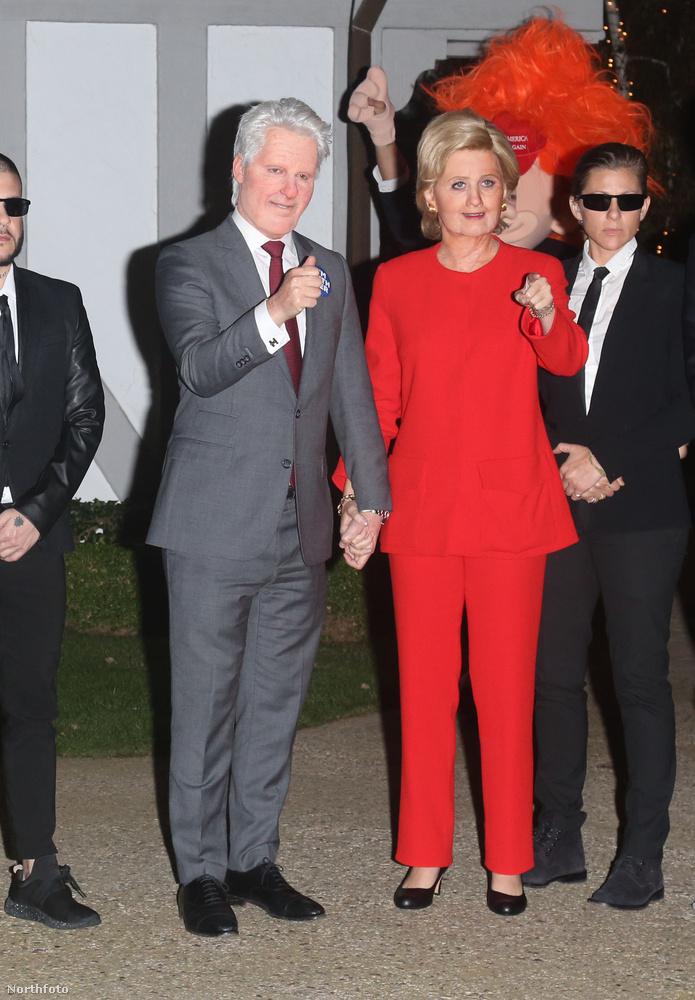Katy Perry pedig annyira kampánylázban ég, hogy képes volt Hillary Clintonnak öltözni!