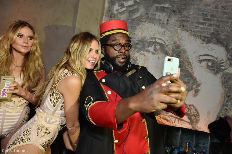 Balra az igazi Heidi Klum, jobbra Questlove, egy pasi aki egy csomó hangszeren játszik, és ezért az amerikai tévéműsorok imádják