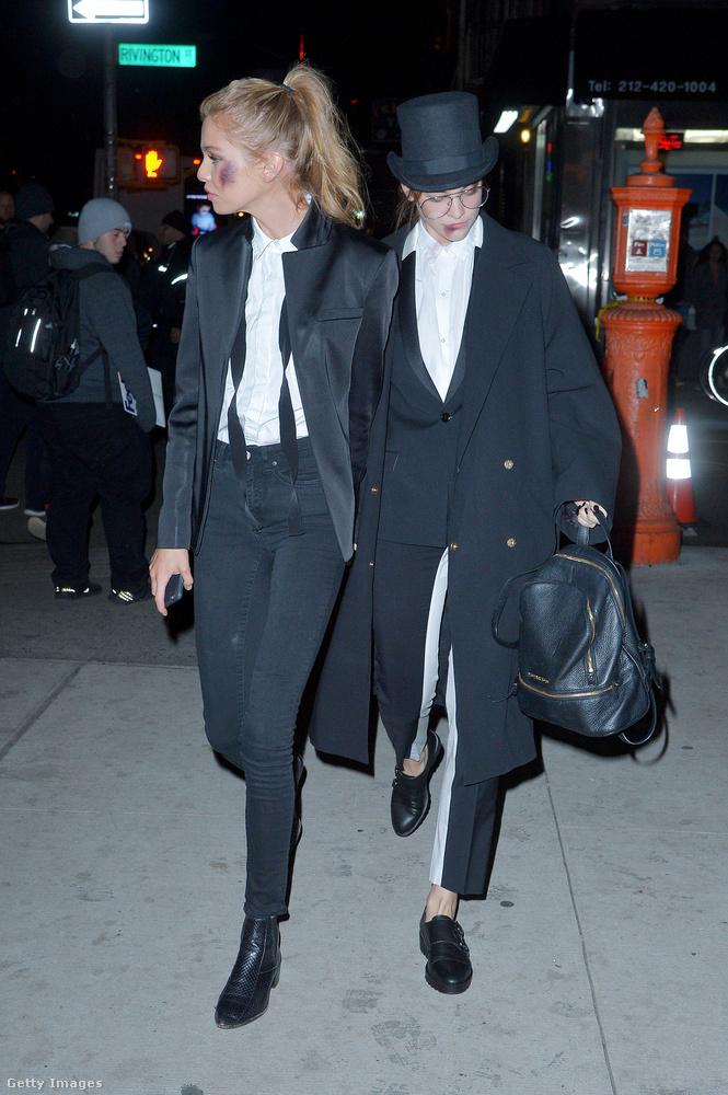 Érdekesség, hogy kézenfogva érkeztek: Stella Maxwellet legutóbb Miley Cyrussal hozták szóba, nem titkolja, hogy biszexuális