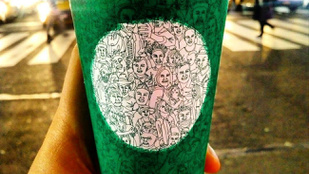 Még nincs karácsony, de máris hisztiznek a Starbucks új pohara miatt