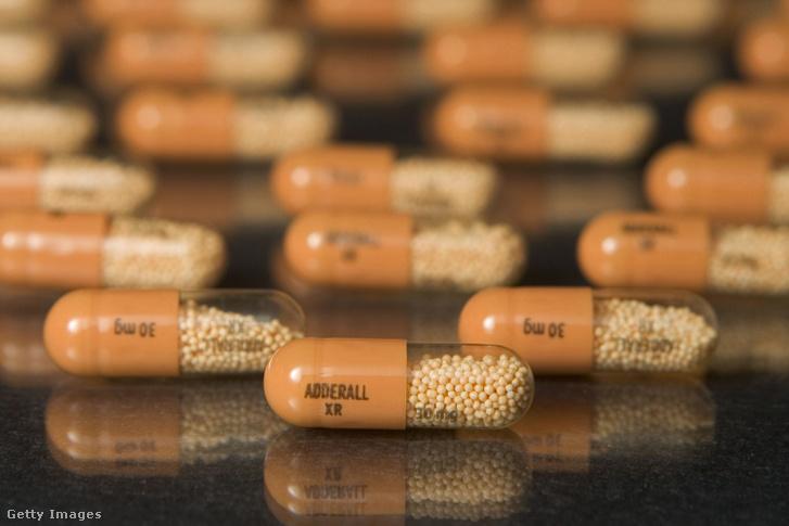 Ami a 90-es ével végén és a 2000-es évek elején a receptre felírt fájdalomcsillapító volt, az mára a talán legnépszerűbb mostani tabletta, az Adderall lett, ami lassan, de biztosan fizikai és idegroncsot csinál a játékosokból.