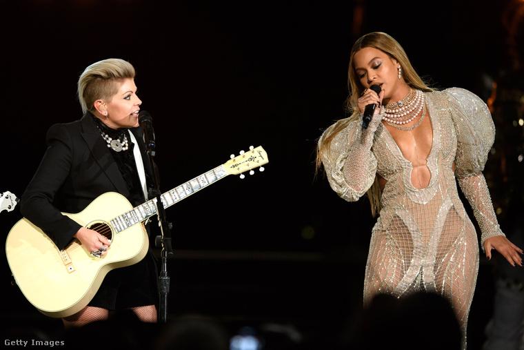 Megtartották a szokásos Country Music Awardsot, ami most nem csak azért volt egy nagyon különleges alkalom, mert ez volt az ötvenedik ilyen díjátadó, de azért is, mert bár az égvilágon semmi köze a country-zenéhez, ott volt Beyoncé is.