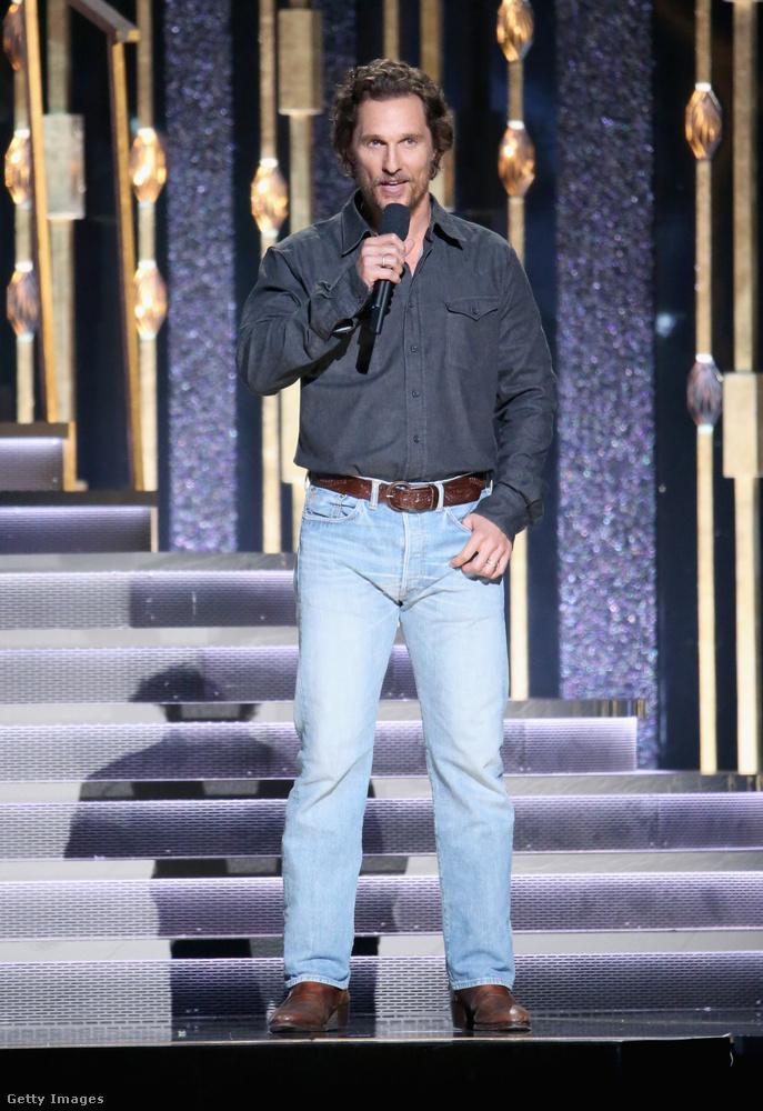 Végül pedig nézzük meg azt a celebet, aki igazá alkalomhoz illően öltözött fel - Matthew McConaughey!                         Viszlát!