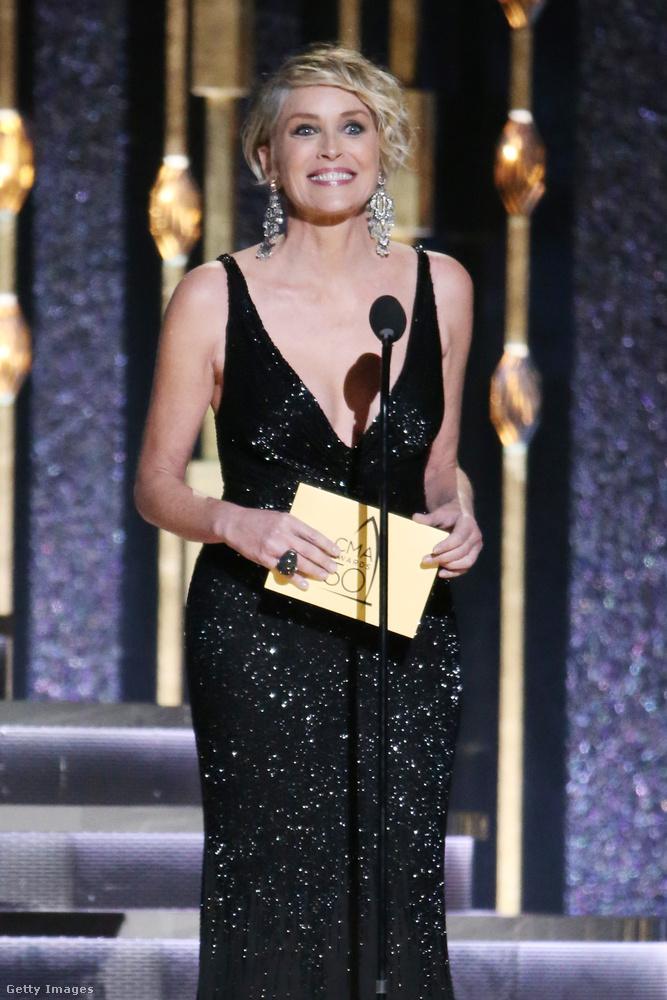 De akkor mit keresett ott például Sharon Stone, azon túl, hogy ő is díjat adott át?