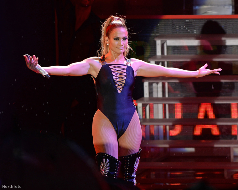 Jennifer Lopez október 29-én Miamiban adott koncertet, amivel Hillary Clinton demokrata elnökjelölt mellett kampányolt