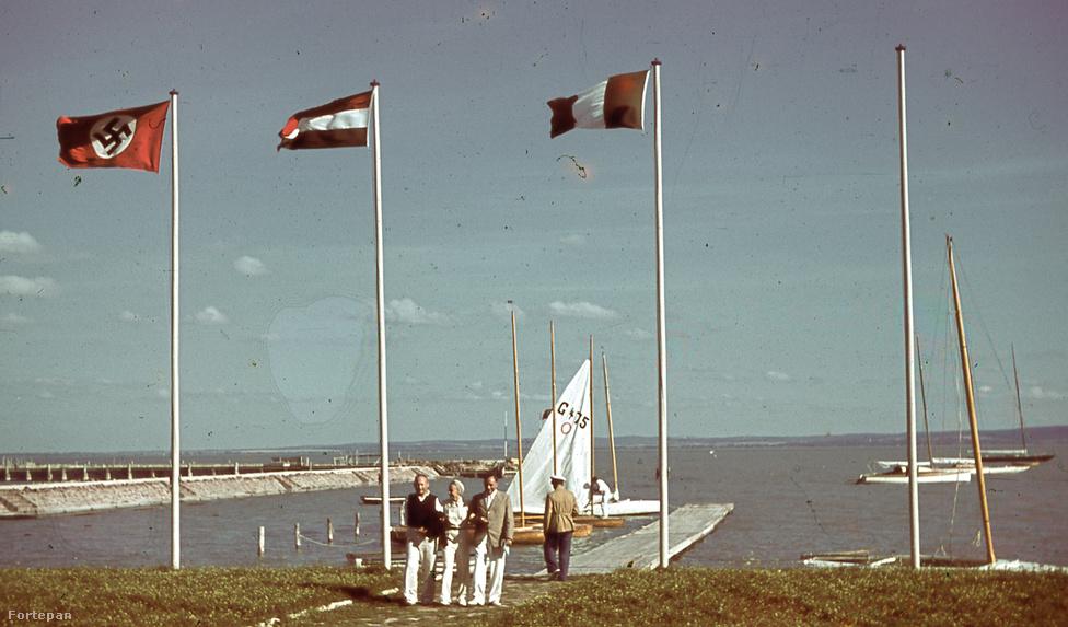 Kék Balaton, vidám emberek, náci zászló: egészen bizarr a kontraszt a közös életet kezdő pár és a háborúba sodródó Magyarország közt, amit a képek is jól visszaadnak. A család története és a nagybetűs történelem többször is furcsán metszették egymást. A harmincas évek jó idők voltak Emberéknek, 1939-ben született a nagyobbik fiú, ifjabb Ember Károly, a két háború közt készült fotók rendszeres szereplője.