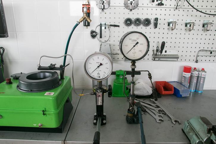 Balra a profi Bosch-cucc, jobbra saját tákolmányom