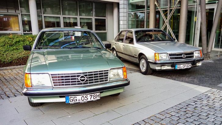 Nem túl érdekesek, de nagyon jó kocsik ezek is. Jobbra a Commodore C, ami Pista szolgálati autója volt egy hosszú hétvégén át, 2010-ben