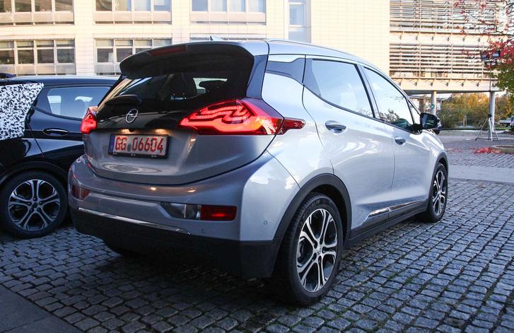 Ki mondta, hogy egy alternatív autónak bénán kell kinéznie?