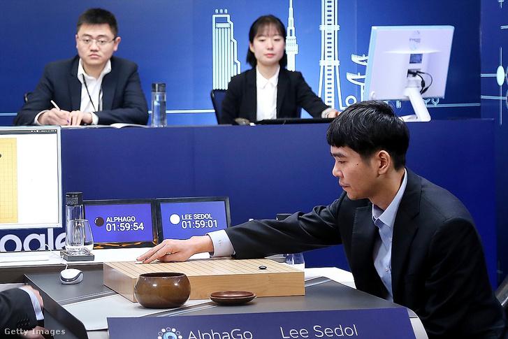 Li Szedol a koreai világbajnok a Google AlphaGO ellen
