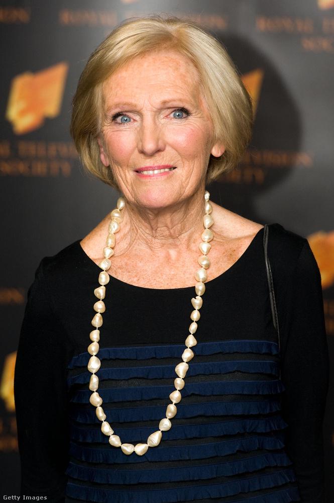 Lehet, hogy a Sütimesternek abban a formájában vége, amit megszokhattunk, ugyanis Paul Hollywoodon kívül mindenki kiszállt a BBC-ről eltávozott sütős vetélkedőből, de van egy jó hírünk, Mary Berry visszatér egy saját műsorral!
