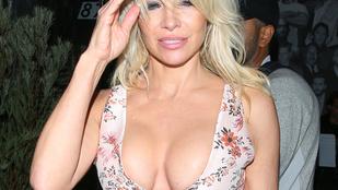 Pamela Anderson menthetetlen: már megint túldekoltálta magát