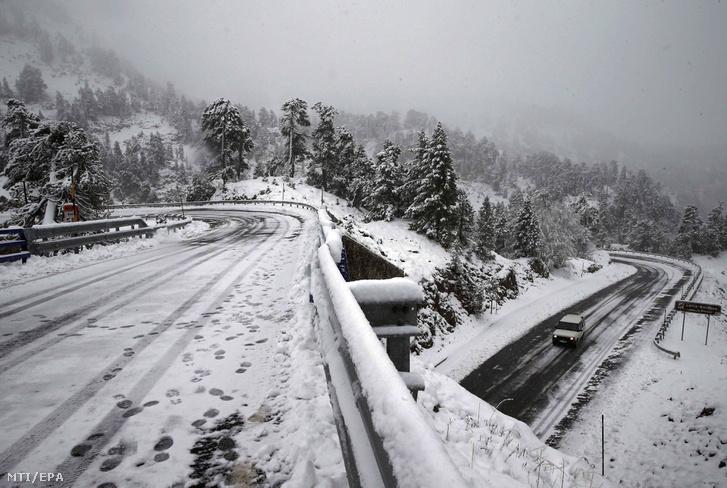 Friss hó az észak-spanyolországi Navarra tartományban